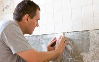 Как положить плитку на неровную стену: особенности