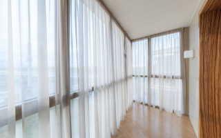 Какие шторы повесить на балконе