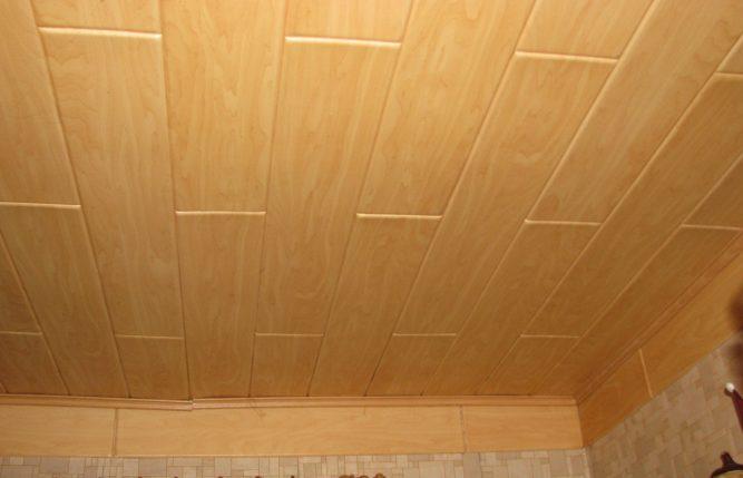 Потолок из пенопласта имитирующий дерево