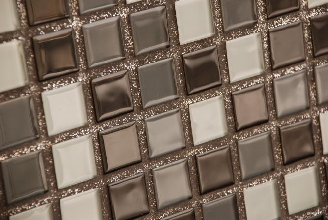 Сочетание плитки с яркой затиркой - дизайнерская