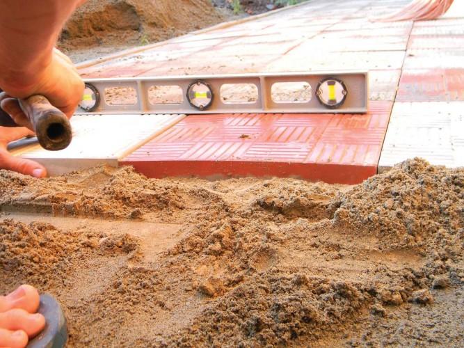 Укладка плитки на сухую цементно-песчаную смесь