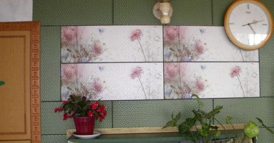Комбинация из бюджетной плитки различного оформления при одинаковых размерах и фактуре поверхности