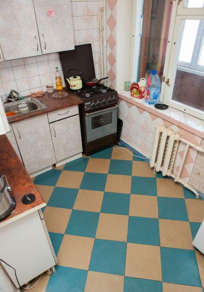 Использование ПВХ-плитки на кухне