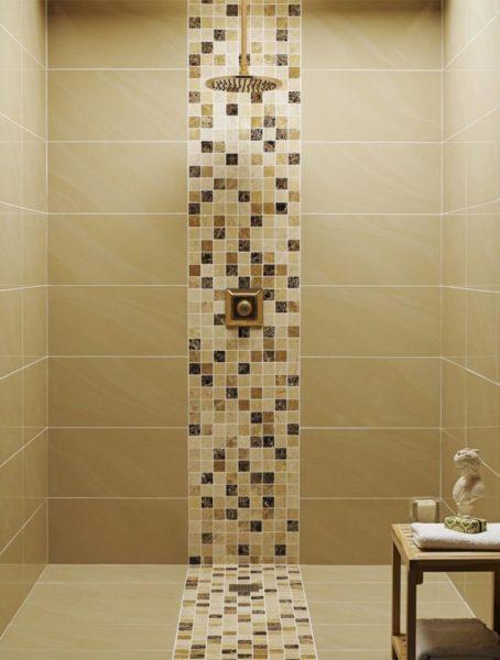 Полоса из мозайки в ванной