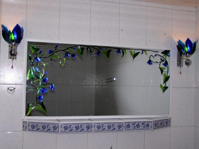 Зеркало вместо разбитой плитки