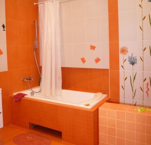 Дизайн ванной в оранжевых тонах