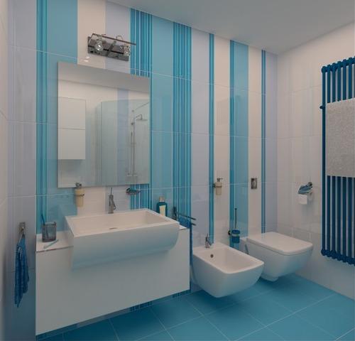 Белая ванная с вертикальными сине-голубыми полосами