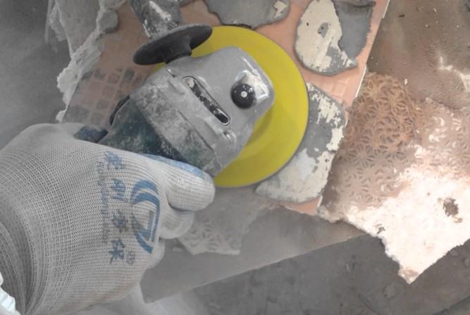 Очистка плитки от старого раствора