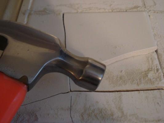 Нужно демонтировать часть уложенной плитки