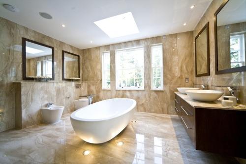 Выбираем расположение ванной относительно окна