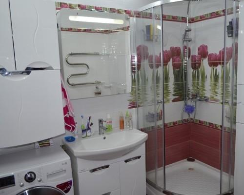 Маленькая ванная комната со стиральной машиной фото