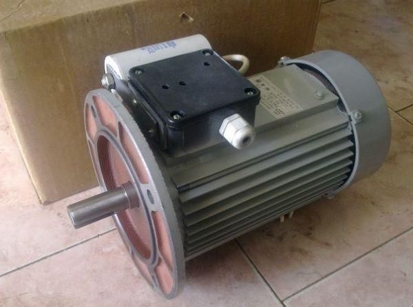 Электродвигатель для плиткореза