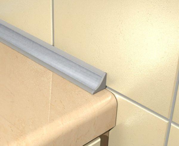 Одним из самых доступных является самоклеющаяся бордюрная лента для ванной