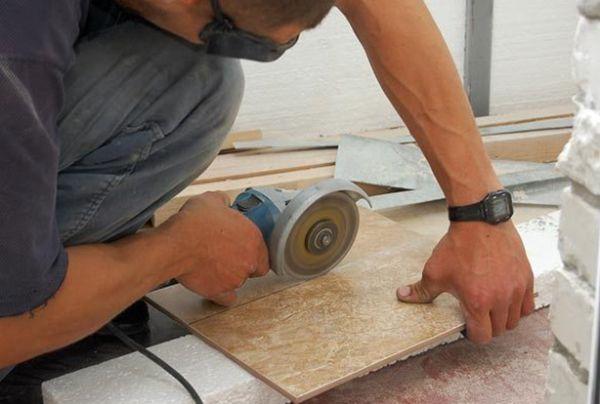 При осторожном пользовании сухорезом можно добиться таких же результатов, как и при резке плиткорезом