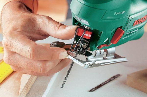 Электрический лобзик используется для распила, пропила, вырезания фигур из различных материалов