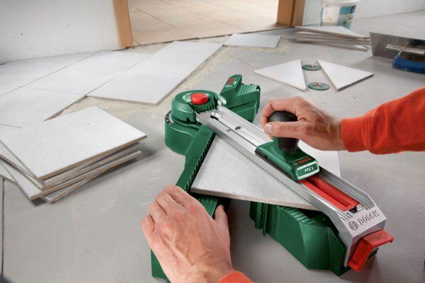 Кафельная плитка и керамическая почти не отличаются друг от друга, поэтому процесс резки данного материала одинаков