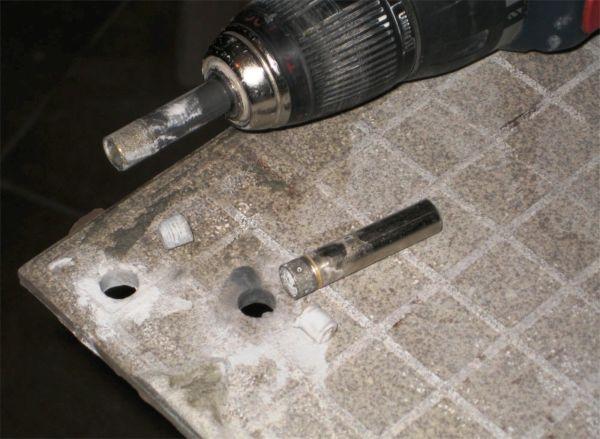 Для более качественной работы с керамогранитом нужно использовать специальный станок