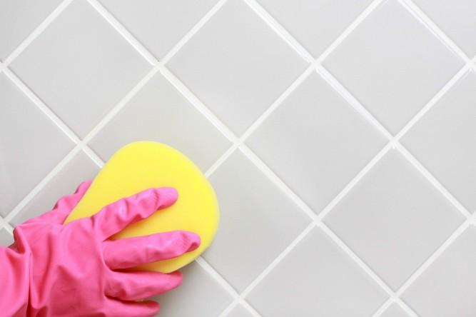 Очистка швов между плиткой