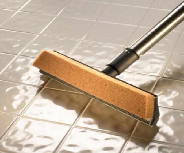 Специальные инструменты для чистки плитки