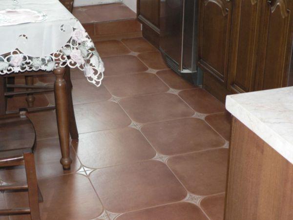 Керамическая плитка, самое популярно напольное покрытие для кухни