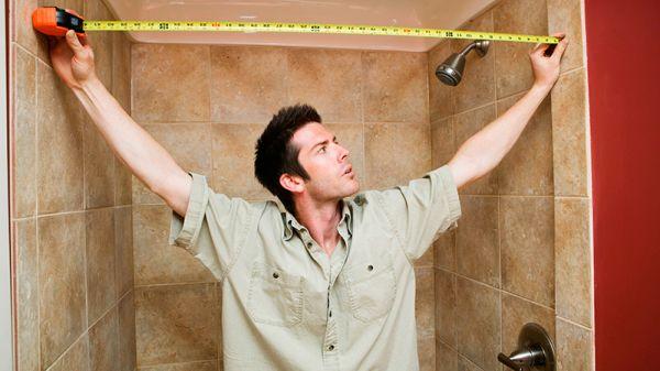 Чтобы сделать правильный расчет плитки, нужно измерить высоту и ширину стен ванной комнаты