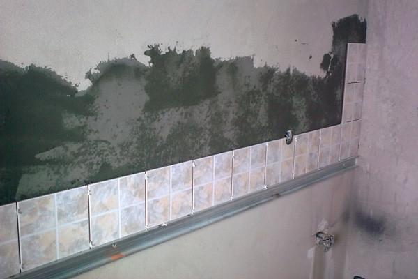 Плитка должна укладываться на подготовленную поверхность