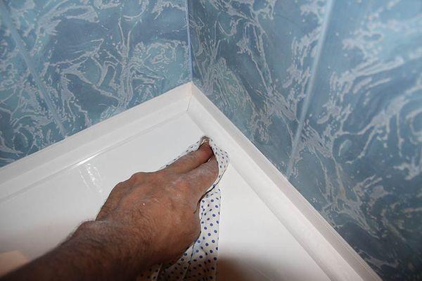 Монтаж бордюров на ванну
