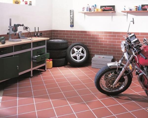 напольное покрытие из клинкерной плитки в гараже