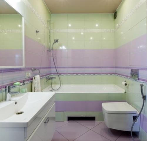 Красивая и яркая ванная