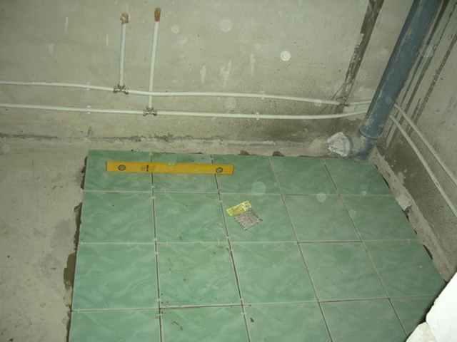 как положить плитку в туалете своими руками