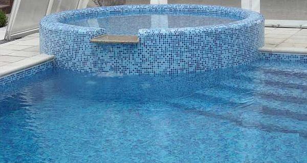 бассейн облицованный мозаикой