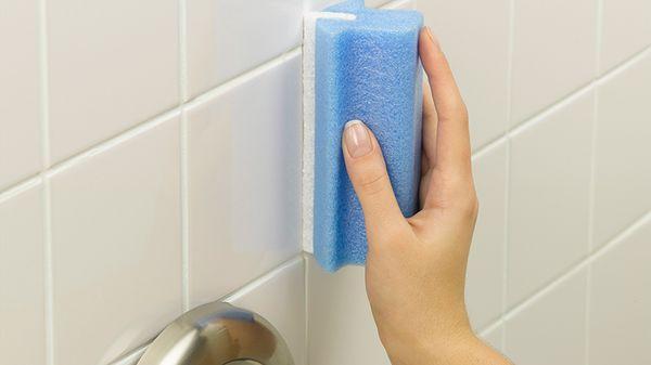 Для отбеливания подойдут гели и порошки для очистки поверхности газовой плиты или эмали