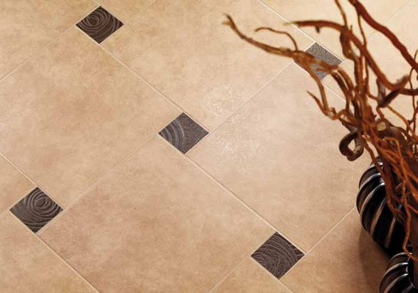 керамическая плитка на полу