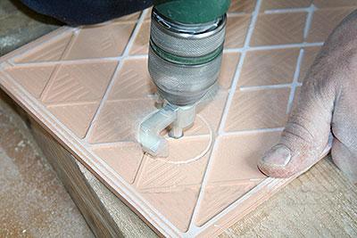 как сделать отверстие в кафельной плитке