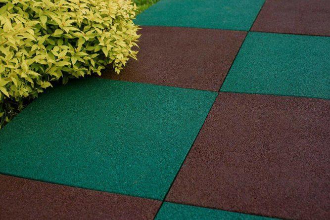 Укладка садовой резиновой плитки