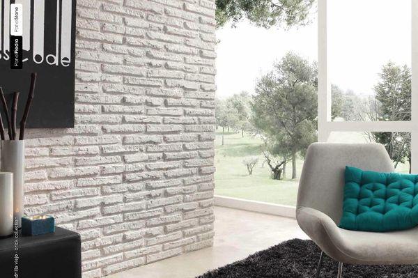 облицованная стена гипсовыми плитками