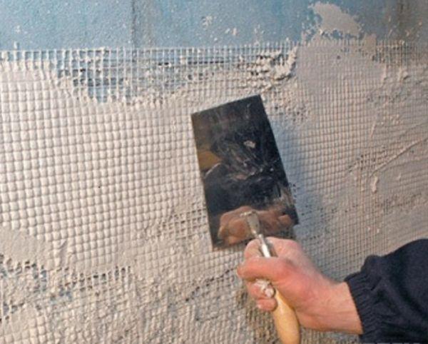 Для цементно - песчаной штукатурки изначально лучше набить сетку, поштукатурить