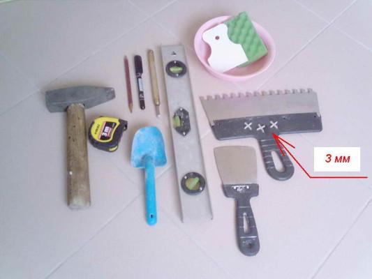 Как приклеить кафельную плитку