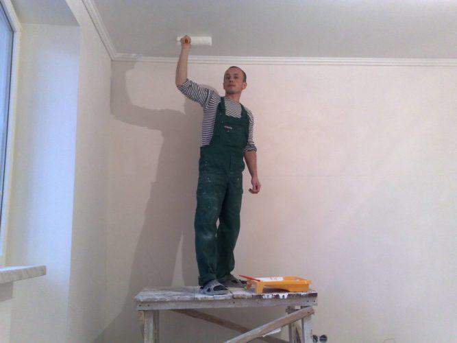 Грунтуем потолок