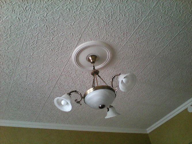 Освежение потолка путем покраски