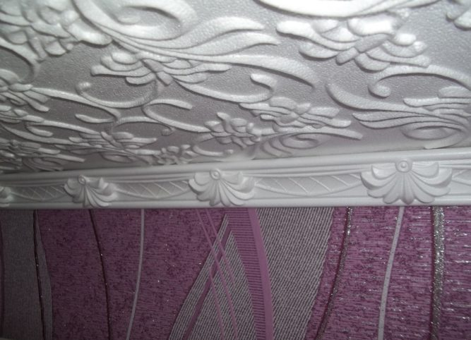 Инжекционная потолочная плитка и плинтус