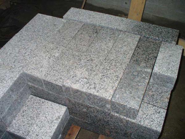 Гранитная брусчатка – это природный камень гранита, который подвергается механической обработке