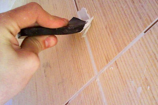 заполнение швов плитки