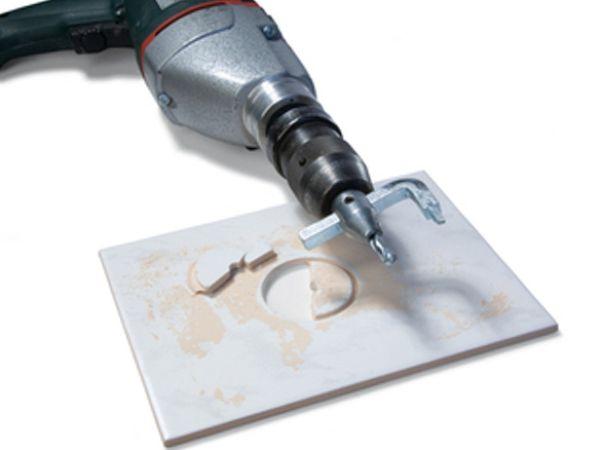 Кафельную плитку удобно резать, используя насадки для мокрой резки
