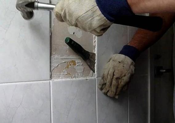 Аккуратный демонтаж плитки