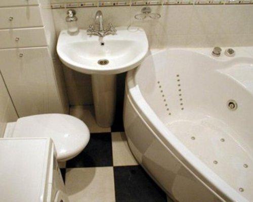 дизайн совмещенного санузла с угловой ванной фото