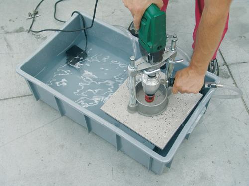 как просверлить отверстие в керамическои плитке