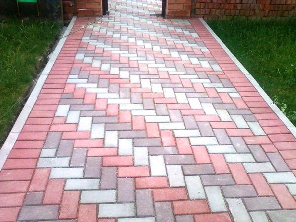 Выбор тротуарной плитки очень большой: она имеет разные размеры, формы и цвета