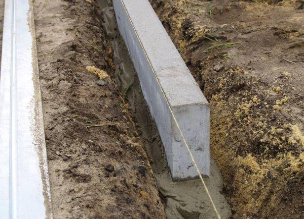 Бортововй камень — разделитель между проезжей частью и тротуаром