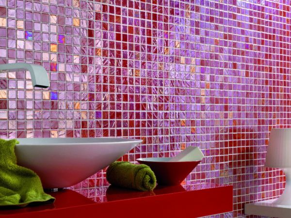 Смальтовая мозаичная плитка изготавливается из осколков стекла